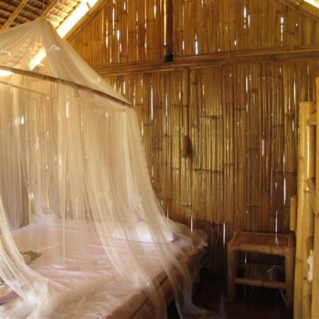 Pearl Beach Resort: bamboo cottage bed