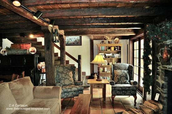 سكي تيب لودج: The lodge has wonderful rustic public areas 