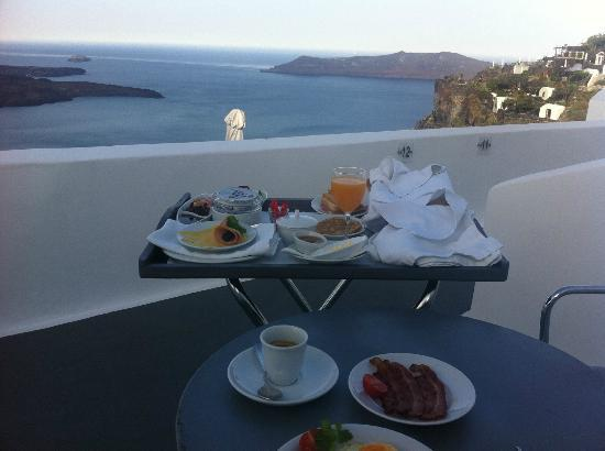 Chromata Hotel: Breakfast on balcony