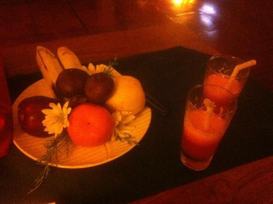 Junjungan Ubud Hotel and Spa: Welcome fruit & drinks @ 2am check-in