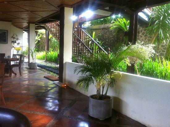 Junjungan Ubud Hotel and Spa: Hotel grounds