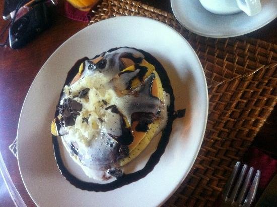Junjungan Ubud Hotel and Spa: Banana Choc Pancake for breakfast