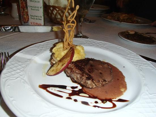 Barcelo Dominican Beach: beef dinner at Italian restaurant