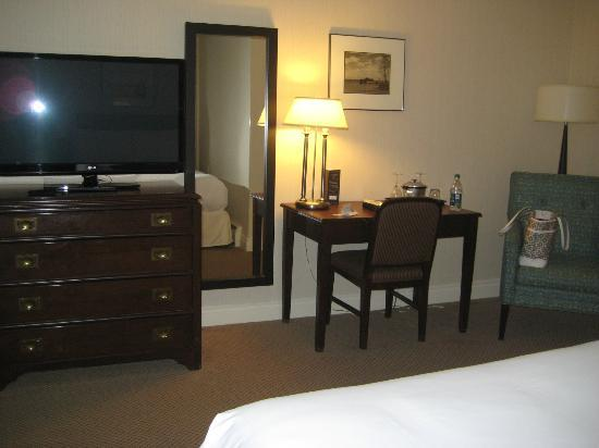 The Hotel on Pownal: TV and desk area