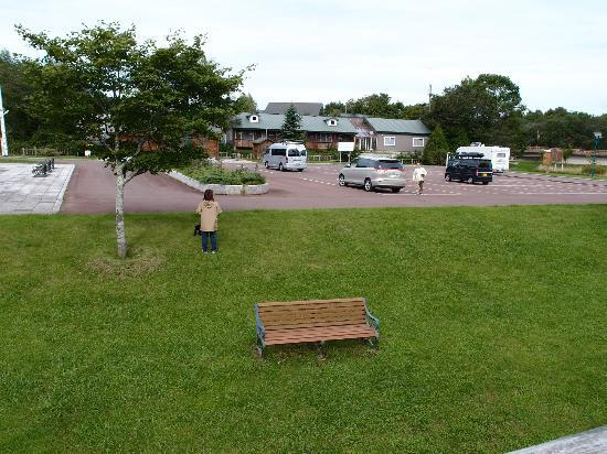 Pension Birao: 水郷公園駐車場から見たアネックス棟