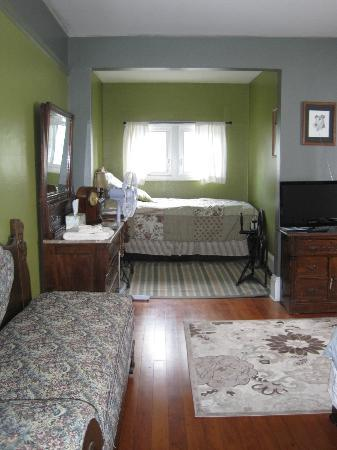 Cherokee Rose Inn: Alcove with twin bed