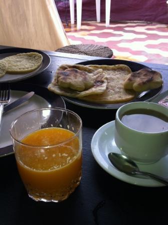 Hotel El Kennaria: 饭店的早餐