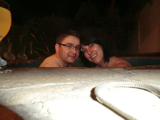 Baycrest Lodge: geothermal spa pool.... cold winters night, romantic or madness?? it was absolute bliss!!