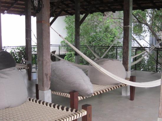 Sekeping Kong Heng: Rooftop poofs & hammocks