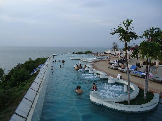 Royal Cliff Beach Hotel Infinity Pool