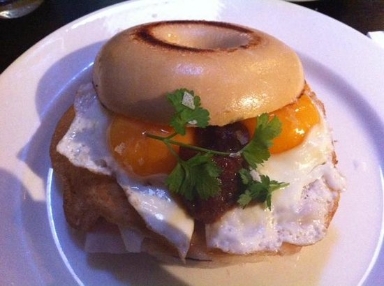 Stratus 233: NY Bagel with fried eggs, parma ham, raclette cheese and relish - one awesome breakfast!