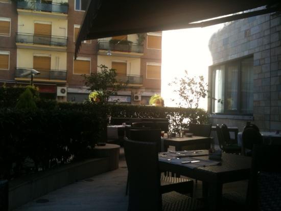 Mercure Catania Excelsior: veranda colazione