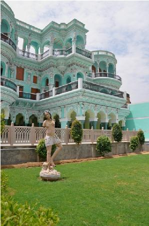Churu, India: view of the main building from the garden