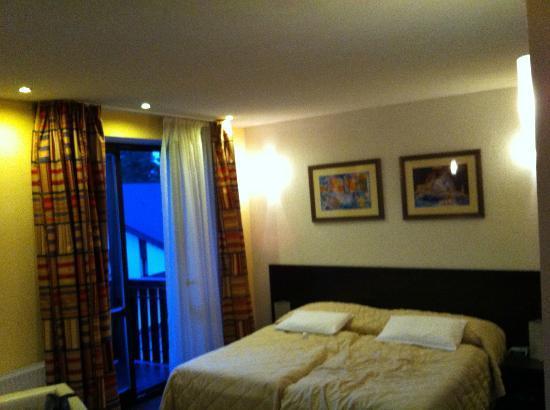 Hotel Hills: Bathroom