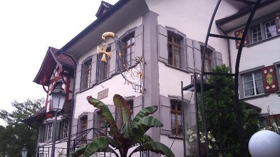 Goldenes Kreuz: Nicht zu übersehen, das Gasthausschild an der Zürichstrasse