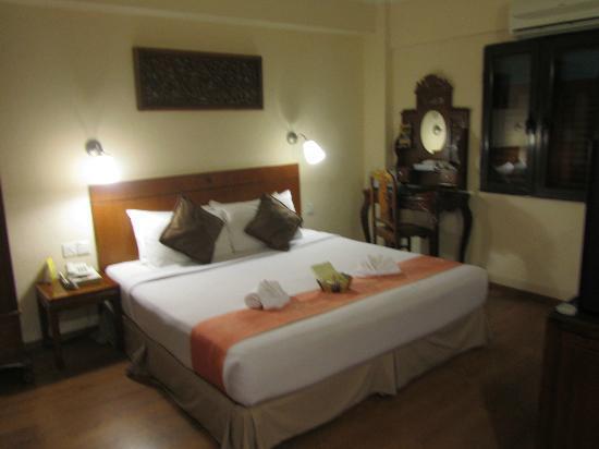 Hotel Puri: chambre simple et jolie