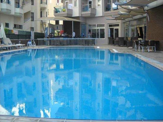 Monart City Hotel: Pool area looks very nice