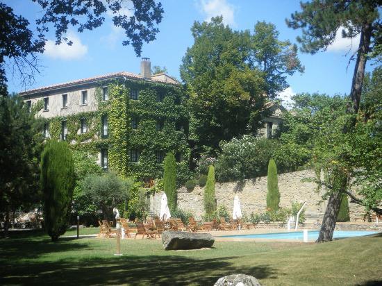 Le Domaine d'Auriac: Vue du domaine et de sa piscine