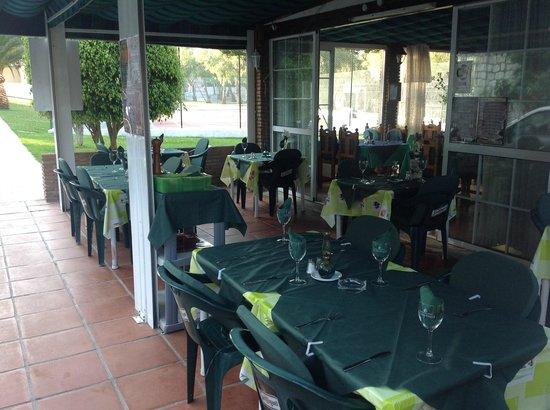 raquets restaurant al fresco