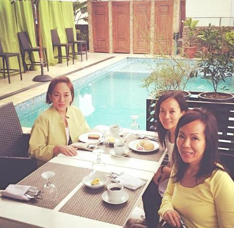 The Cocoon Boutique Hotel: Breakfast al fresco