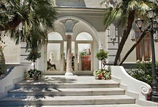 Luxury Villa Excelsior Parco : entrance