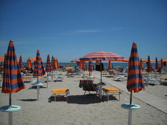 La spiaggia foto di bagno miramare punta marina terme tripadvisor - Bagno marisol marina di ravenna ...