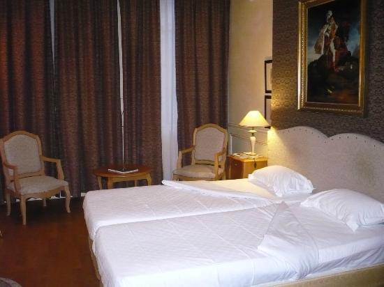Hotel Lotti Paris: Habitación standar