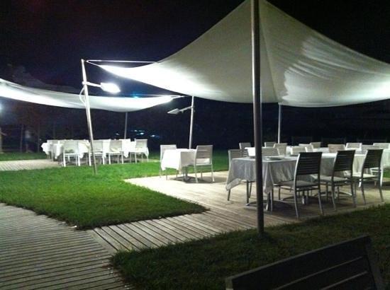 Ristorante Pizzeria Porto Gaio : tavolini esterni