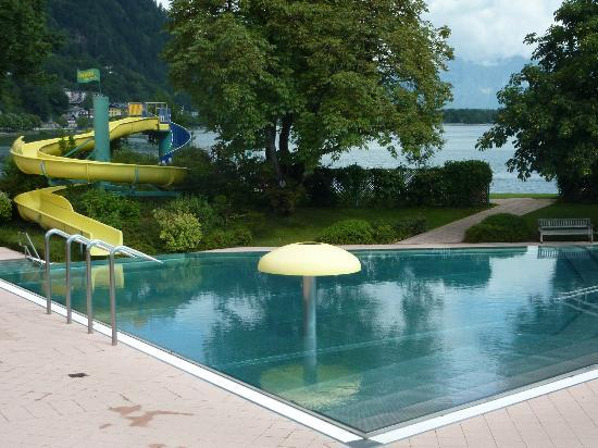 Hotel Salzburgerhof: Strand baden (outdoor lido) free to guests and 5 mins walk from Hotel