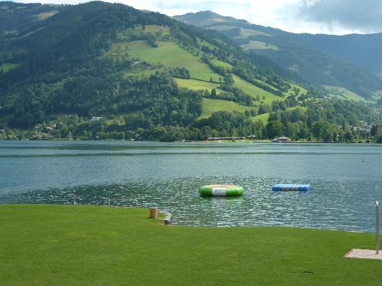 Hotel Salzburgerhof: At the lake Strand Baden