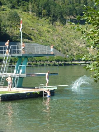 Hotel Salzburgerhof: Diving platform at the strand baden