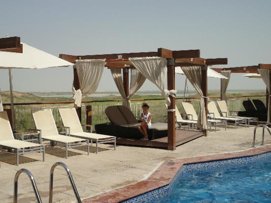Radisson Blu Hotel, Abu Dhabi Yas Island: Area piscina
