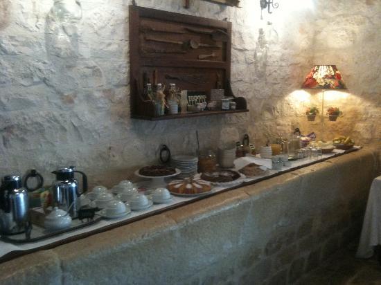 Masseria Ciancio: Il buffet sulla mangiatoia
