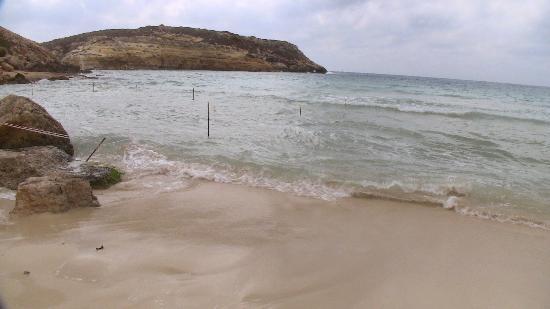 Plage des lapins : Fine spiaggia e recinzione