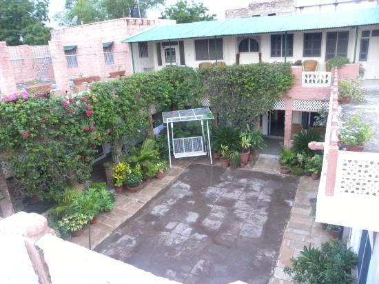 Jagat Vilas: courtyard
