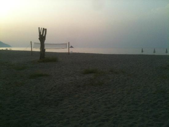 Simenzaru Wild Village: spiaggia al tramonto