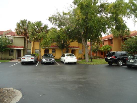 Fantasy World Club Villas: Parking is tight but plenty of spaces.
