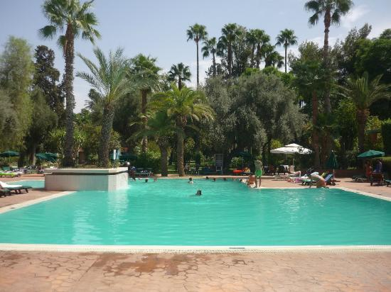 Golden Tulip Farah Marrakech: Piscine de l'hôtel