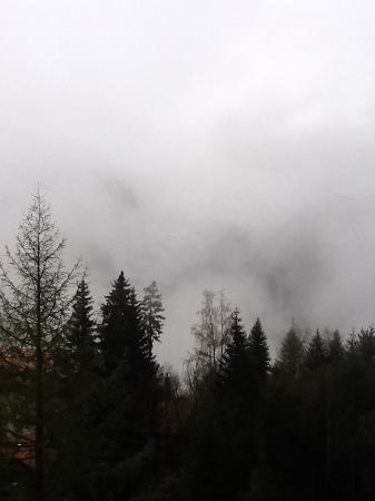 Alpenruhe Kulm Hotel: Little foggy view of lauterbrunen