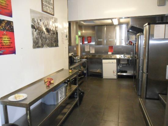 Times Hostels - Camden Place: Cucina comune