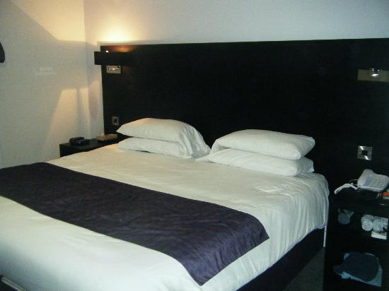 Abbey Lodge Hotel: Huge Bed