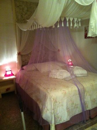Apsenti Couples Only - Mykonos: La camera, nel volere essere romantica, risulta un po' kitsch