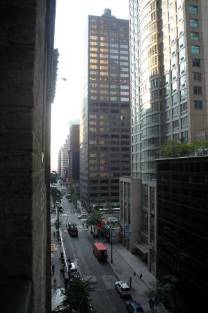Fitzpatrick Grand Central Hotel: 44th Street view from bedroom