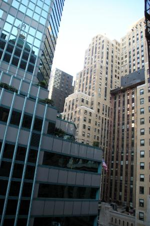 Fitzpatrick Grand Central: Lexington Ave view from bedroom