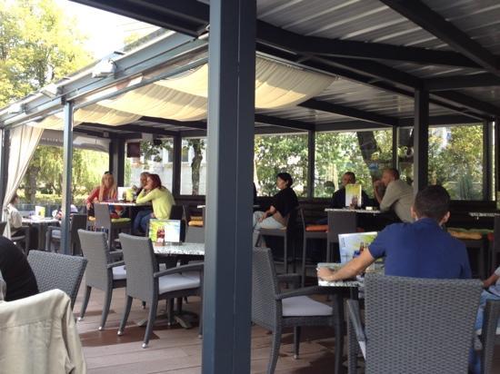 Kavarna Q: outdoor seating