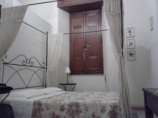 Camera da letto picture of ascoli antica b b ascoli piceno tripadvisor - Camera da letto antica ...