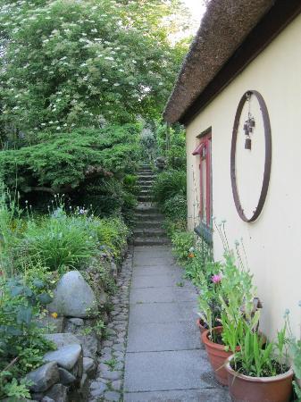 Karlstrup, Dania: entrance, garden