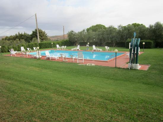 Agriturismo Poggio degli Ulivi: La piscina