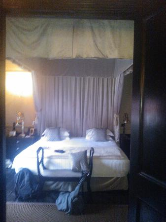 No.11 Cadogan Gardens: great bed