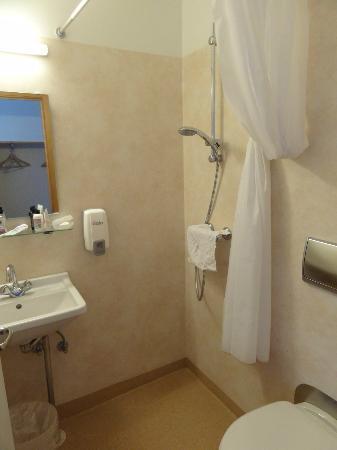 Fosshotel Lind: Bathroom